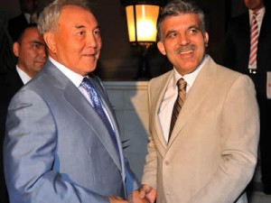Cumhurbaşkanı Abdullah Gül, Kazakistan Cumhurbaşkanı Nur Sultan Nazarbayev ile Antalya'da akşam yemeğinde bir araya geldi