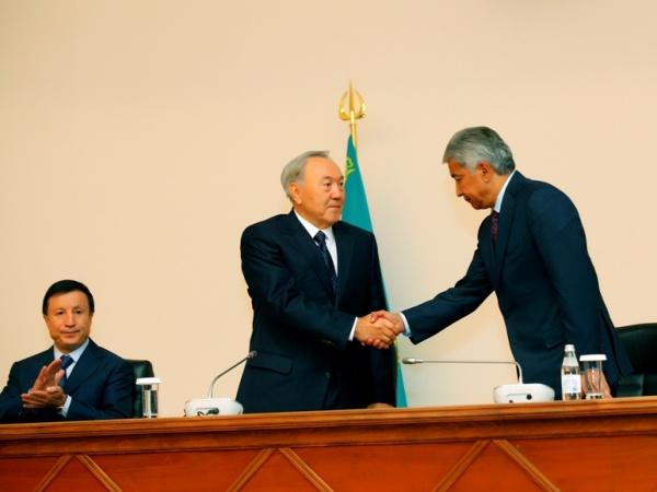 yeni  kazakistan savunma bakanı