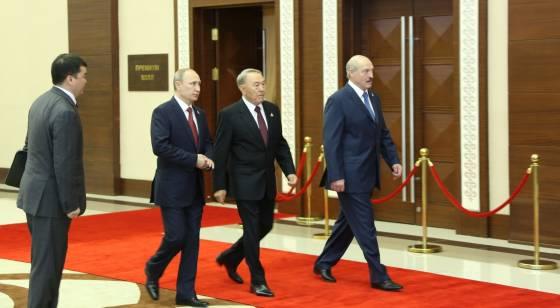 nazarbayev-putin-lukasenko-uclu-zirvesi-ertelendi2