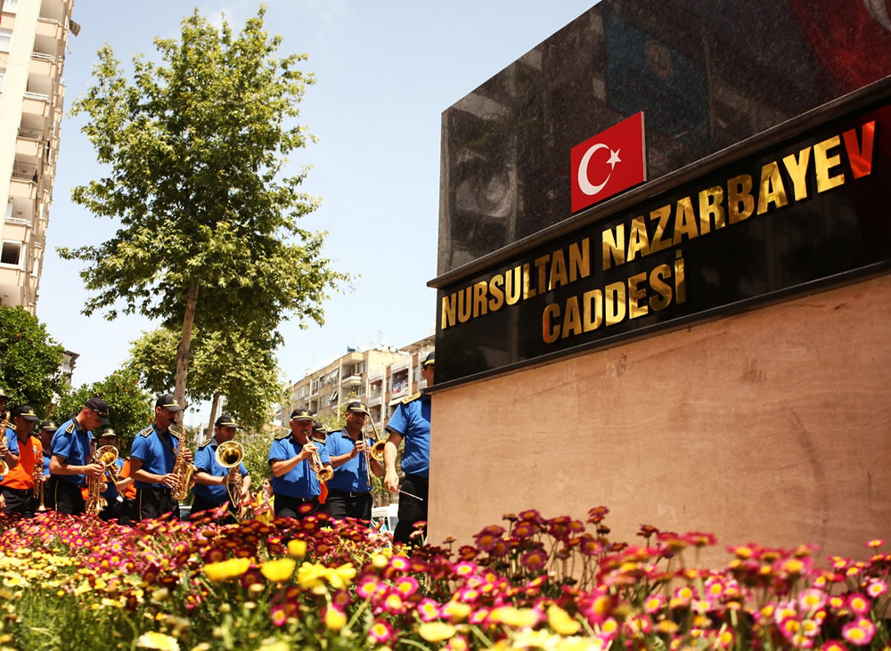 nazarbayev'in-adi-adanada-bir-caddeye-verildi